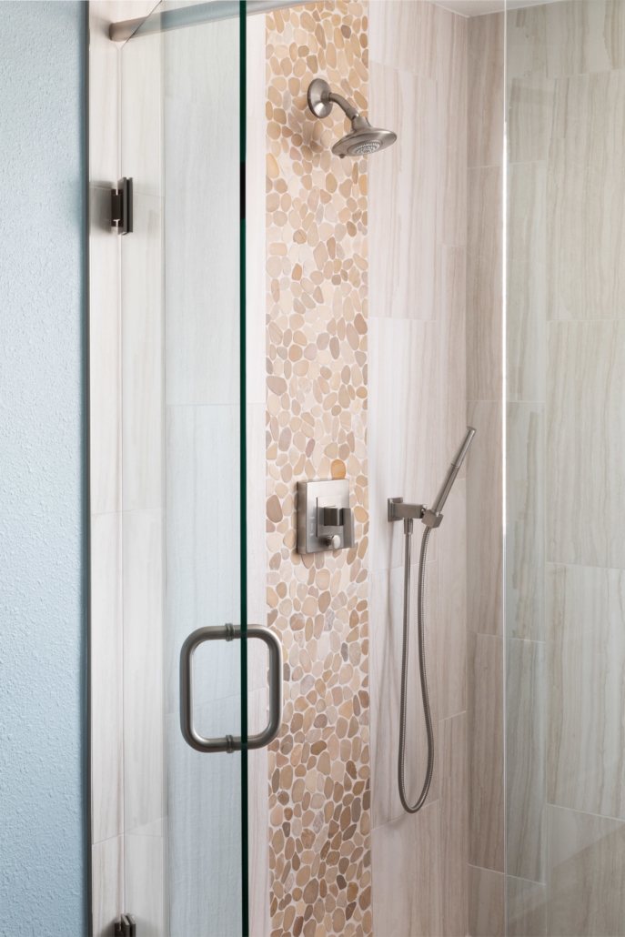 Shower head with unique shower tiling and glass shower door