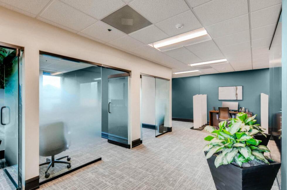 2595-Canyon-Boulevard-Suite-large-006-31-Work-Area-1500x997-72dpi-1030x684