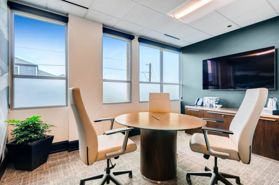 2595-Canyon-Boulevard-Suite-large-009-39-Conference-Area-1500x997-72dpi-1030x685